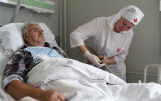 Очищающая и защитная пена для лежачих больных — виды, способ применения, обзор лучших средств