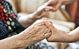 Уход на дому за престарелыми людьми старше 80 лет — важные нюансы