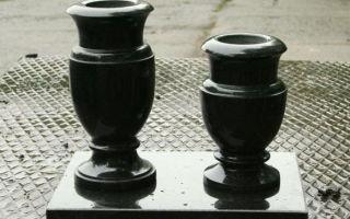 Нужны ли вазы на кладбище и какими они бывают?