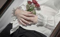 Традиции, которые необходимо соблюдать при захоронении: зачем покойнику связывают руки и ноги?