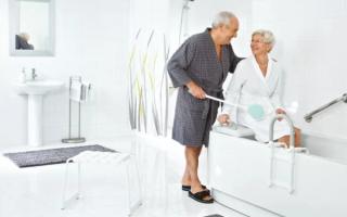 Ванна для инвалидов и пожилых людей — разновидности и правила выбора