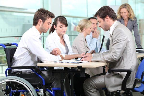 Трудоустройство инвалидов по законодательству РФ в 2019 году — образец трудового договора с инвалидом. Закон о квотировании рабочих мест для инвалидов