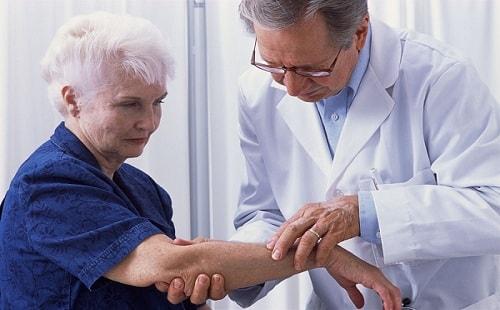 Старческий зуд у женщин: причины и лечение